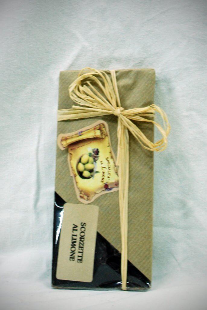 tavoletta-di-cioccolato-con-scorzette-di-limone-chocolate-with-lemon-rind-chocolate-con-cascara-de-limon-euro-35